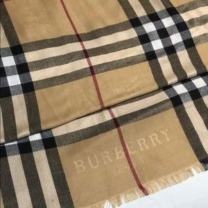 100% cashmere Burberry scarf NWOT